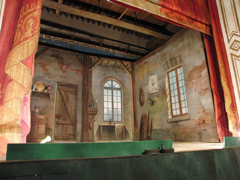 Scène du théâtre du château - Photo : Eponimm (Wikimedia)